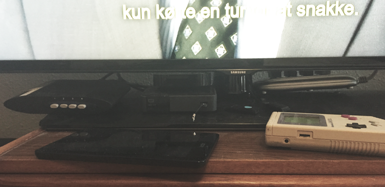 HDMI splitter, SCART Splitter, WDTV, Apple TV, Android tablet og... ja, en Gameboy
